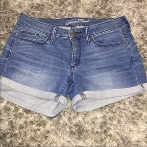 UNIVERSAL THREADS SHORTS GREAT CONDITION SIZE 4
